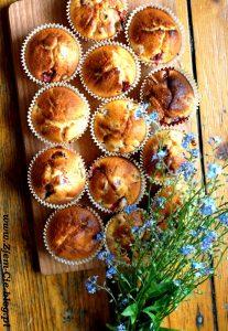 Muffinki z owocami: rabarabr i truskawki