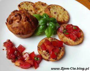 Muffinki z żółtym serem i boczkiem