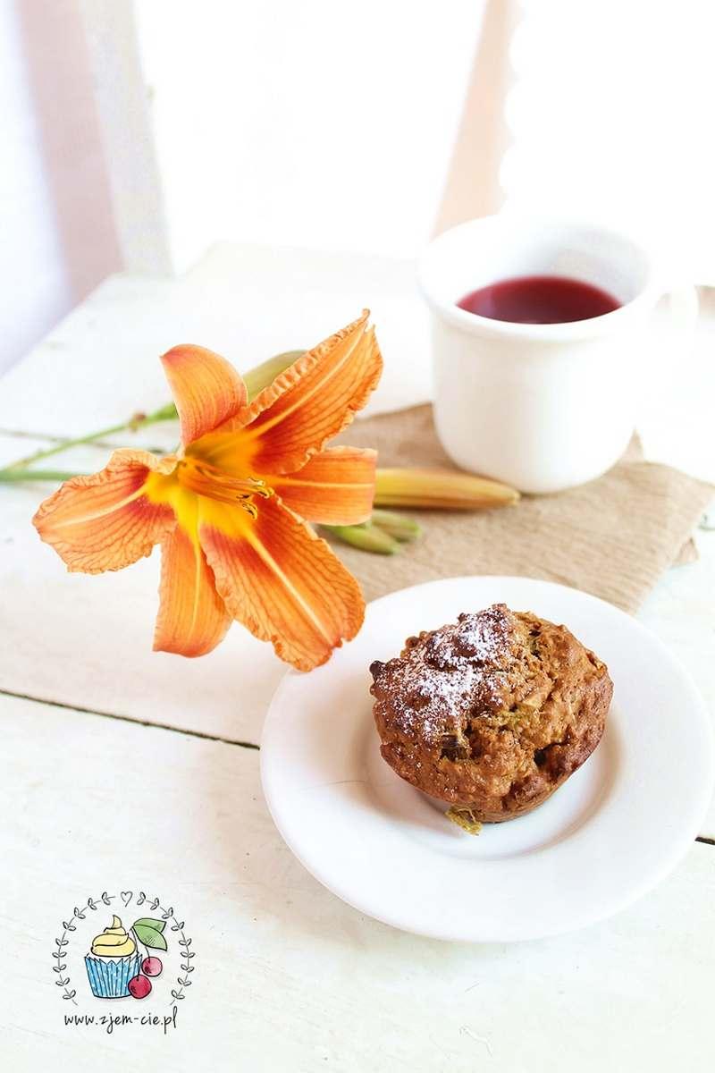 muffiny z rabarbarem i orzechami