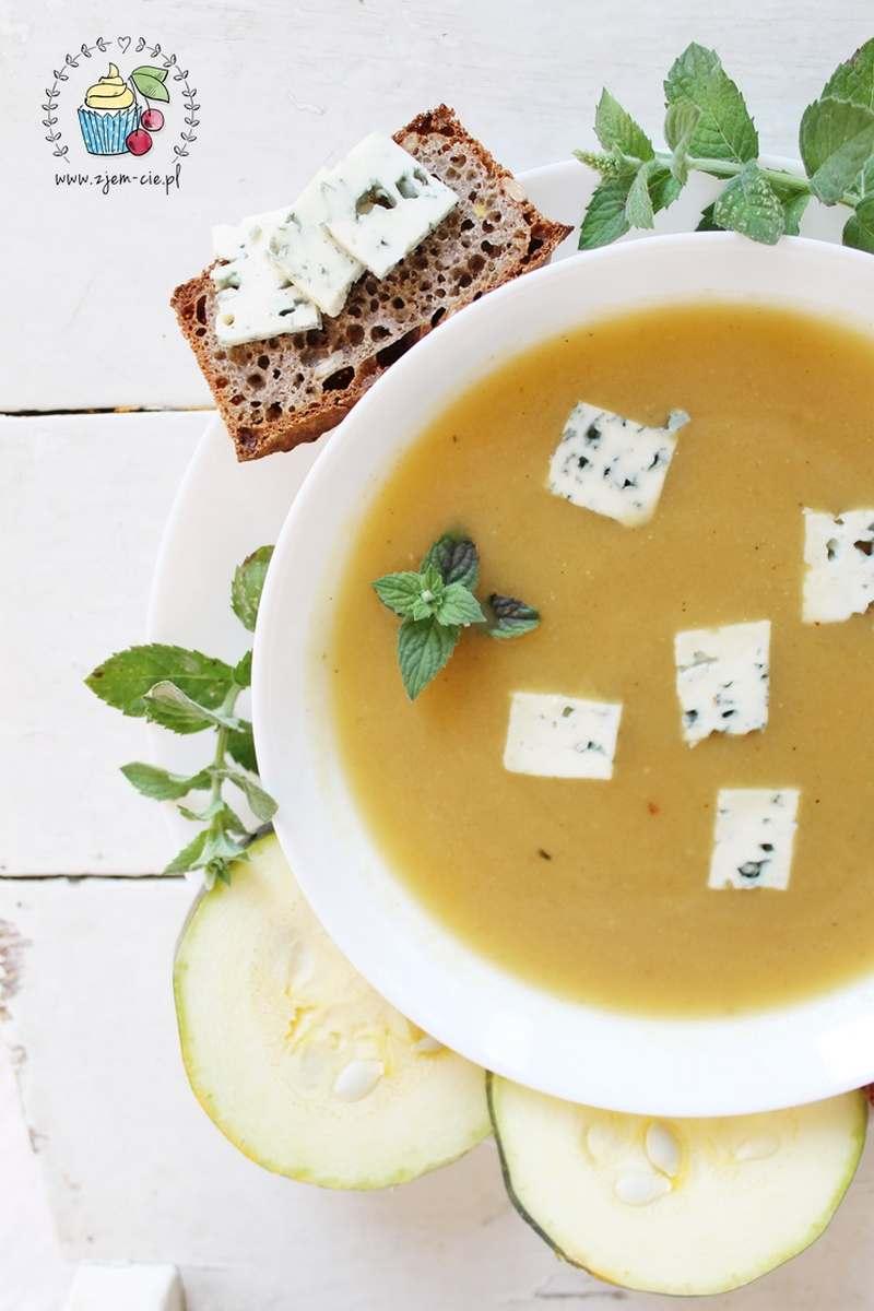Zupa z przerośniętej cukinii
